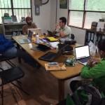 Federico , Jeff, Felipe, y Meli hablar de estrategía
